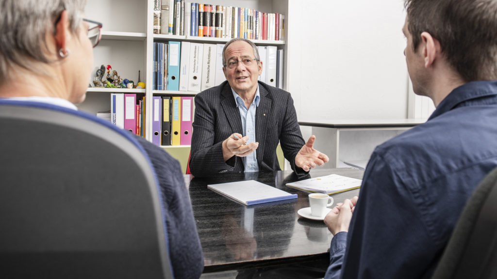 Familienkonflikte Rolf Düggelin Besprechung mit Kunden